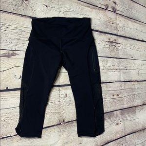 Lululemon black crops with zippered pocket